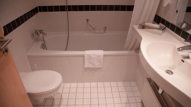 ユニットバスの唯一のメリットは豪快にトイレ掃除ができること