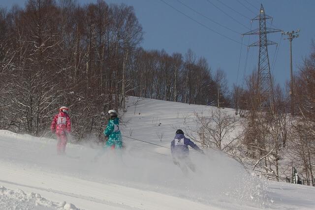 スキー場で仕事している様子