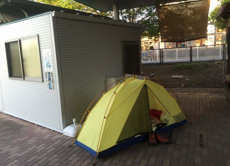 テントで野宿