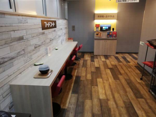ネットカフェ「自遊空間」のフードコート