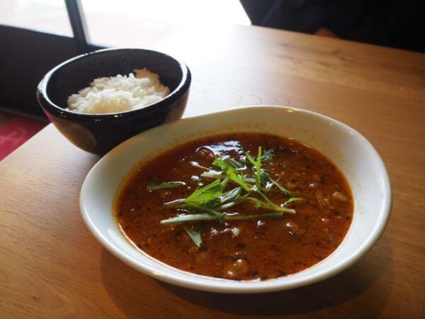 礼文島のカフェ「cafe Ru-We」のスープカレーみたいな牛すじ煮とご飯