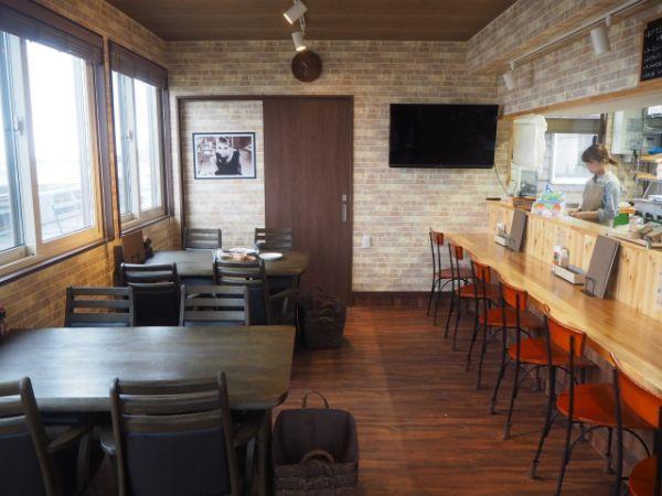 礼文島のタピオカの飲める「dining cafe 海」の内装