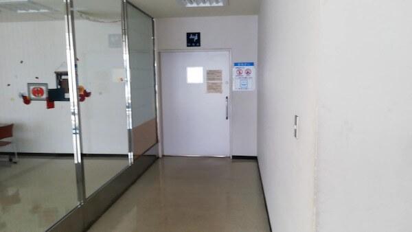 厚別図書館の自習室(閲覧室)の扉