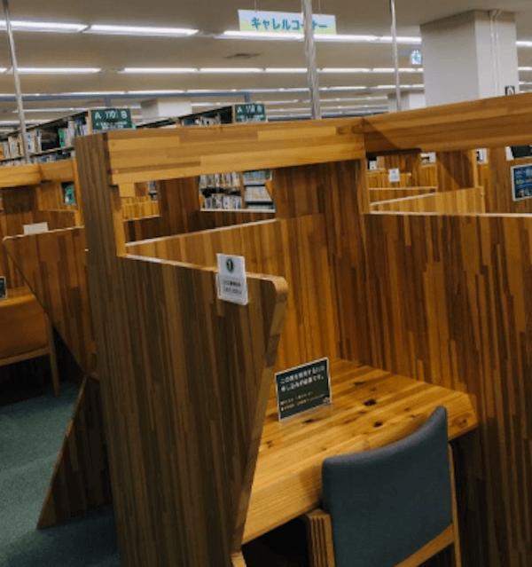 札幌中央図書館のキャレルコーナー