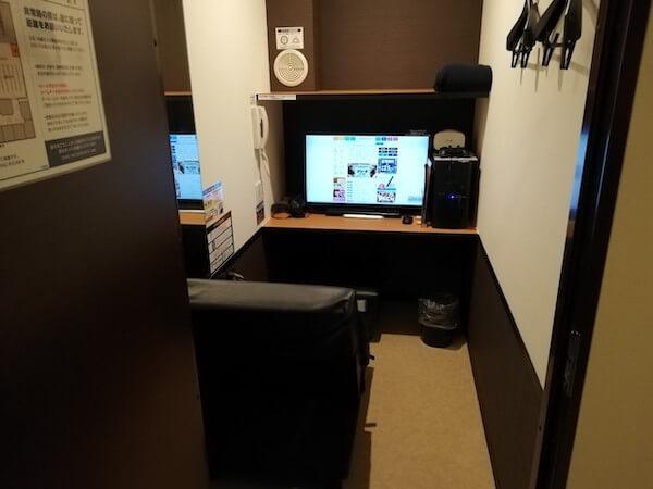 快活クラブの鍵付き防音個室(完全個室)の中