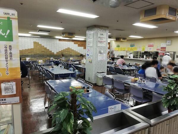 札幌交通局の社員食堂の内装