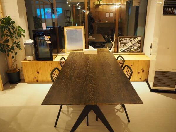 「ushiyado」のテーブル