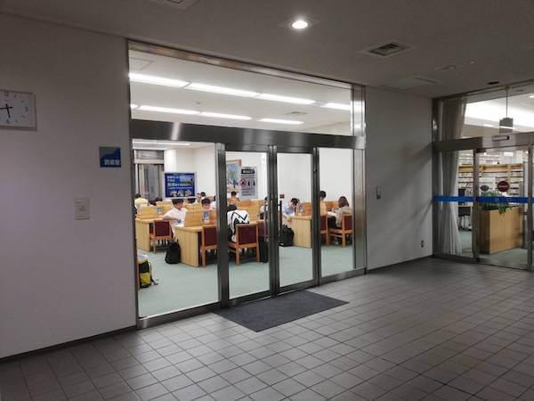 札幌中央図書館の読書室