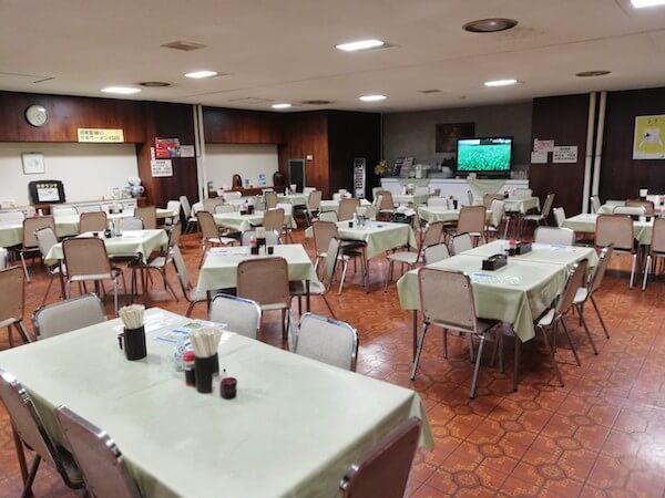 道議会食堂の内観