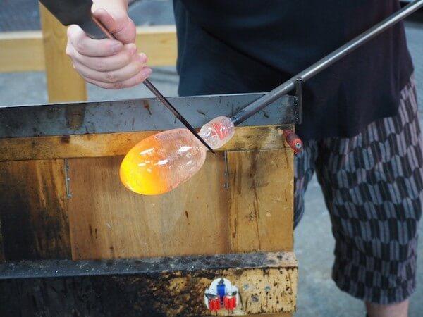 吹きガラスを体験したガラス工房「小樽il PONTE(イルポンテ)」の体験の様子