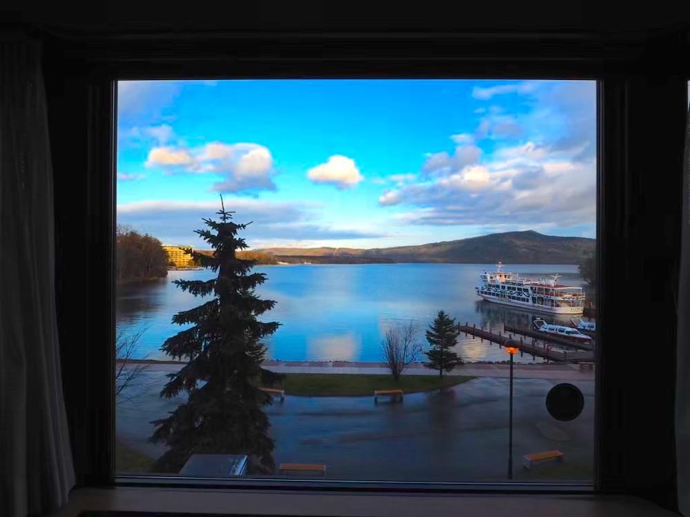 阿寒の森鶴雅リゾート花ゆう香」の部屋から見える阿寒湖