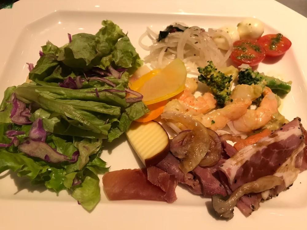 「鶴雅ウイングス」のレストラン「HAPO」の夕食
